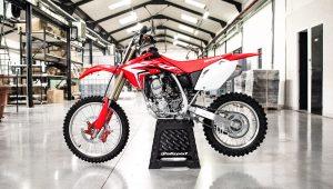 La Honda 150 CRF a son kit de frein Beringer